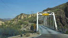 Γέφυρα ένας-αυτοκινήτων, Apache ίχνος, AZ Στοκ Φωτογραφία