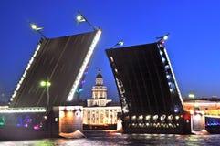 Γέφυρα Αγία Πετρούπολη παλατιών Στοκ εικόνες με δικαίωμα ελεύθερης χρήσης