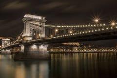 Γέφυρα αλυσίδων το βράδυ στοκ εικόνες