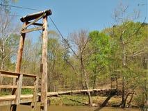 Γέφυρα αναστολής στο κρατικό πάρκο ποταμών Eno στοκ εικόνα
