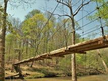 Γέφυρα αναστολής στο κρατικό πάρκο ποταμών Eno στοκ εικόνες