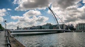 Γέφυρα αναστολής του Samuel Beckett πέρα από τον ποταμό Liffey στο Δουβλίνο Στοκ εικόνα με δικαίωμα ελεύθερης χρήσης