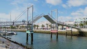 Γέφυρα ανελκυστήρων στη μαρίνα του Λάγκος απόθεμα βίντεο