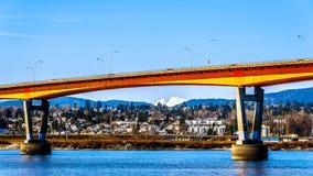Γέφυρα αποστολής πέρα από τον ποταμό Fraser στην εθνική οδό 11 μεταξύ Abbotsford και της αποστολής με το χιονισμένο υποστήριγμα R Στοκ φωτογραφία με δικαίωμα ελεύθερης χρήσης