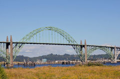 Γέφυρα αψίδων κόλπων Yaquina στοκ εικόνες