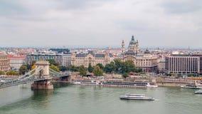 Γέφυρα αλυσίδων και εκκλησία Αγίου Istvan Χρονικό σφάλμα, Βουδαπέστη απόθεμα βίντεο