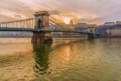 Γέφυρα αλυσίδων στη Βουδαπέστη, στο ηλιοβασίλεμα Στοκ Φωτογραφία