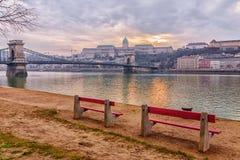 Γέφυρα αλυσίδων στη Βουδαπέστη, στο ηλιοβασίλεμα Στοκ Εικόνες