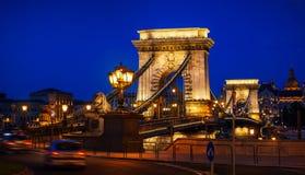 Γέφυρα αλυσίδων στη νύχτα της Βουδαπέστης Στοκ Εικόνες