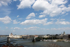 Γέφυρα αλυσίδων στο πανόραμα της Βουδαπέστης Στοκ Εικόνα