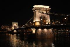Γέφυρα αλυσίδων της Βουδαπέστης ` s τη νύχτα Στοκ εικόνα με δικαίωμα ελεύθερης χρήσης