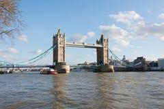 γέφυρα βαρκών Λονδίνο παλαιό στοκ φωτογραφίες