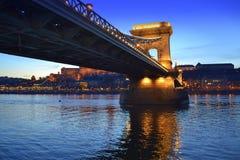 Γέφυρα Βουδαπέστη αλυσίδων ποταμών Δούναβη Στοκ εικόνες με δικαίωμα ελεύθερης χρήσης