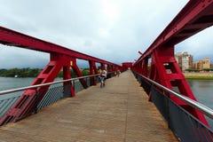 Γέφυρα για πεζούς πέρα από τον ποταμό Ebre Tortosa, Ισπανία στοκ εικόνα