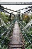 Γέφυρα για πεζούς πέρα από τον ποταμό Taff Στοκ Φωτογραφίες