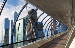 Γέφυρα για πεζούς Bagration στο επιχειρησιακό κέντρο πόλεων της Μόσχας Στοκ φωτογραφία με δικαίωμα ελεύθερης χρήσης