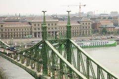 Γέφυρα ελευθερίας γεφυρών ελευθερίας πέρα από το Δούναβη Στοκ εικόνες με δικαίωμα ελεύθερης χρήσης