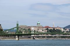Γέφυρα ελευθερίας πέρα από τον ποταμό Βουδαπέστη Δούναβη στοκ φωτογραφία