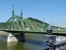 Γέφυρα ελευθερίας στη Βουδαπέστη ένα δημοφιλές τουριστικό αξιοθέατο στοκ εικόνες