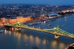 Γέφυρα ελευθερίας στη Βουδαπέστη, τοπ άποψη τη νύχτα Στοκ Εικόνες