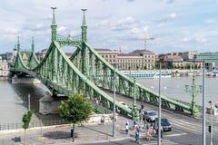 Γέφυρα ελευθερίας όπως βλέπει από τη σπηλιά Hill Gellért στη Βουδαπέστη, Hunga Στοκ Εικόνα