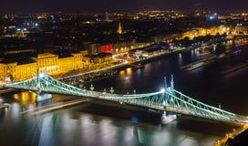 Γέφυρα ελευθερίας στη Βουδαπέστη τη νύχτα Στοκ εικόνες με δικαίωμα ελεύθερης χρήσης
