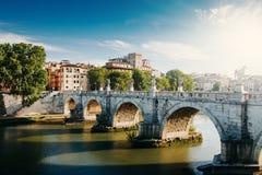 γέφυρα Ιταλία του Angelo πέρα από το ponte Ρώμη sant tiber γέφυρα πέρα από τον ποταμό tiber Στοκ φωτογραφία με δικαίωμα ελεύθερης χρήσης