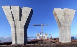 Γέφυρα κάτω από την κατασκευή, ογκώδης ενισχυμένη συγκεκριμένη υποστήριξη ο Στοκ φωτογραφία με δικαίωμα ελεύθερης χρήσης