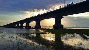 Γέφυρα και ηλιοβασίλεμα Στοκ εικόνες με δικαίωμα ελεύθερης χρήσης