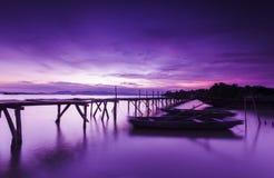 Γέφυρα και λίμνες στο νυχτερινό ουρανό Στοκ Εικόνες