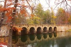 γέφυρα και φράγμα 7 αψίδων στο Cumberland Mtn. Κρατικό πάρκο Στοκ Φωτογραφία