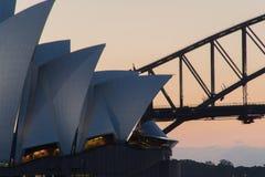 Γέφυρα και όπερα στο ηλιοβασίλεμα Στοκ εικόνες με δικαίωμα ελεύθερης χρήσης