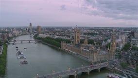 Γέφυρα και Big Ben του Γουέστμινστερ από την καμπίνα ματιών του Λονδίνου απόθεμα βίντεο