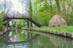 Γέφυρα και Heystack Στοκ φωτογραφία με δικαίωμα ελεύθερης χρήσης