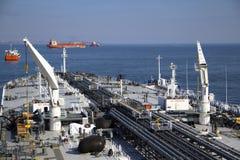 Γέφυρα και supertanker σωληνώσεων Στοκ Φωτογραφία
