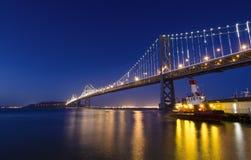 Γέφυρα κόλπων στο μπλε Στοκ Εικόνες