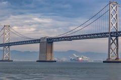 Γέφυρα κόλπων στο Σαν Φρανσίσκο, Καλιφόρνια, παρουσίαση Στοκ Εικόνες