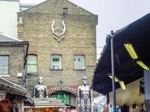 Γέφυρα κλειδαριών του Κάμντεν Καταστήματα ενός διάσημα εναλλακτικά πολιτισμού Στοκ Φωτογραφίες
