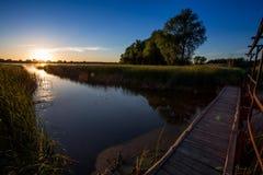 γέφυρα Λετονία πέρα από τον ποταμό μικρό κάπου Στοκ εικόνες με δικαίωμα ελεύθερης χρήσης