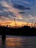Γέφυρα Λονδίνο χιλιετίας στο λυκόφως Στοκ Φωτογραφία