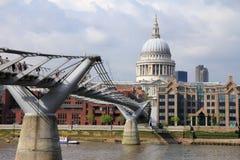 Γέφυρα Λονδίνο χιλιετίας Στοκ φωτογραφίες με δικαίωμα ελεύθερης χρήσης