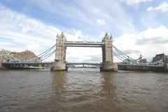 Γέφυρα Λονδίνο πύργων, στον ποταμό Τάμεσης Στοκ Εικόνες