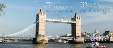 Γέφυρα Λονδίνο πύργων Blured με το παλαιό γοτθικό κείμενο Στοκ φωτογραφία με δικαίωμα ελεύθερης χρήσης