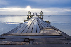 γέφυρα μακριά πέρα από τη θάλ&alpha Στοκ εικόνες με δικαίωμα ελεύθερης χρήσης