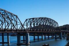 Γέφυρα μετάλλων που εκτείνεται τον ποταμό Hawkesbury στο Μπρούκλιν, Αυστραλία Στοκ φωτογραφία με δικαίωμα ελεύθερης χρήσης