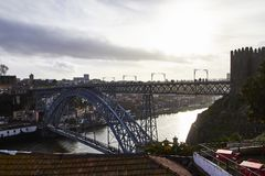 Γέφυρα μετάλλων του Πόρτο το απόγευμα στοκ φωτογραφία με δικαίωμα ελεύθερης χρήσης