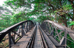 Γέφυρα μετάλλων σιδηροδρόμων της ιστορίας παγκόσμιου πολέμου, Kanchanaburi, Ταϊλάνδη Στοκ Φωτογραφίες