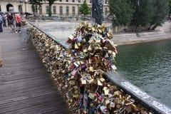Γέφυρα με τα λουκέτα Στοκ εικόνα με δικαίωμα ελεύθερης χρήσης