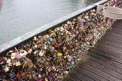 Γέφυρα με τα λουκέτα Στοκ φωτογραφία με δικαίωμα ελεύθερης χρήσης