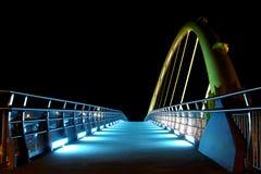 Γέφυρα με τα φω'τα στη νύχτα Στοκ φωτογραφία με δικαίωμα ελεύθερης χρήσης